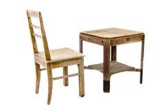 Gammal trästol och tabell Fotografering för Bildbyråer