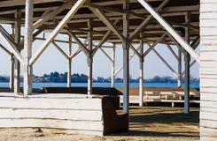 Gammal träsummerhouse Arkivbild