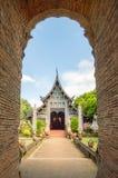 Gammal trätempel av Wat Lok Molee Chiang mai Thailand arkivfoto