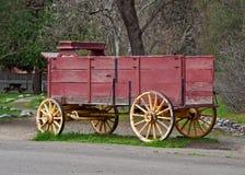 Gammal trävagn Arkivbild