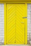 gammal träyellow för dörr Royaltyfri Bild