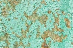 Gammal träyttersida med sprucken och skalningsmålarfärg Textur baksida arkivbild