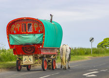 Gammal traditionell zigensk husvagn Arkivbild