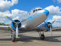 gammal trafikflygplan Arkivbild