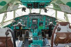 Gammal trafikflygplancockpit royaltyfri foto
