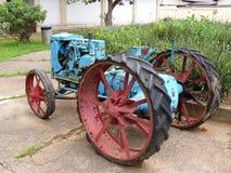 gammal traktor Fotografering för Bildbyråer