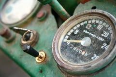 gammal traktor för instrumentbräda royaltyfria foton