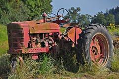 gammal traktor för lantgård Royaltyfria Foton