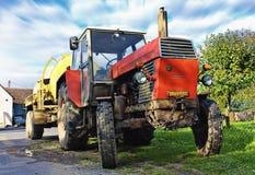 gammal traktor för lantgård Royaltyfri Foto