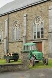 Gammal traktor och kyrka, ardennes Royaltyfri Fotografi
