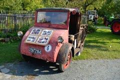 gammal traktortappning Royaltyfri Foto