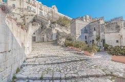 Gammal trappa av stenar, historiska byggnaden nära Matera i europeisk huvudstad för Italien UNESCO av kultur 2019 arkivbild