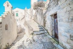 Gammal trappa av stenar, historiska byggnaden nära Matera i europeisk huvudstad för Italien UNESCO av kultur 2019 royaltyfria bilder