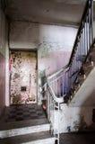 Gammal trappuppgång Arkivbild