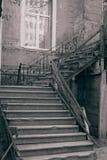 gammal trappuppgång Arkivbilder