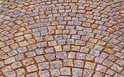 Gammal trottoar från kulöra stenar abstrakt bakgrundstextur Arkivfoton