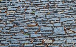 Gammal trottoar från kulöra stenar abstrakt bakgrundstextur Arkivfoto