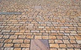Gammal trottoar från kulöra stenar abstrakt bakgrundstextur Royaltyfri Foto