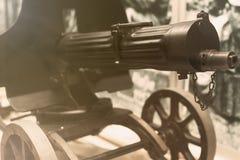 gammal trycksprutamaskin Sentensvapen Första maskingevär för världskrig Arkivfoton