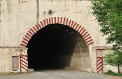 gammal tunnel för ingång Arkivfoton