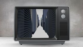 Gammal TV med animering av byggnader på skärmen