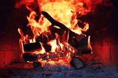 Gammal ugn med flammabrand Arkivfoton
