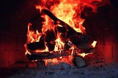 Gammal ugn med flammabrand arkivbild