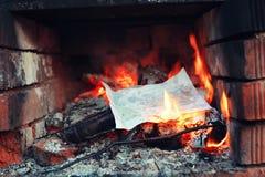 Gammal ugn med flammabrand Royaltyfri Foto