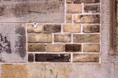 gammal ungefärlig vägg för tegelsten arkivbild