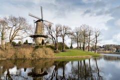 Gammal väderkvarn i Alkmaar Arkivbild
