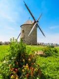 Gammal väderkvarn i Normandie, Frankrike Royaltyfria Foton