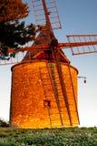Gammal väderkvarn i Provence, Frankrike Arkivbild