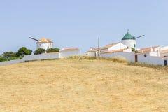 Gammal väderkvarn i Vila do Bispo arkivfoto