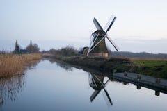 Gammal väderkvarn Noorddijk Arkivbild