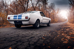 gammal väg för bil royaltyfri bild