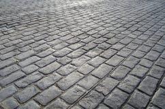 Gammal väg som stenläggas med granitstenar Royaltyfri Bild