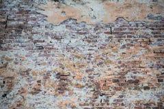 Gammal vägg av röda tegelstenar Tapet av vanlig byggnadsväggtextur Royaltyfri Foto