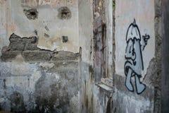 gammal vägg för grafitti royaltyfria foton