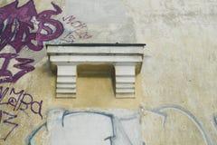 gammal vägg för grafitti Arkivbild