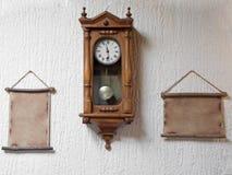 gammal vägg för klocka Royaltyfri Bild