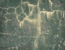 gammal vägg för sprucken smutsig grön grunge arkivfoto