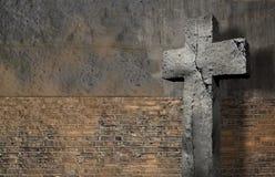 Gammal vägg med korset Royaltyfria Foton