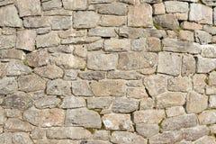 Gammal vägg med naturliga stenar Royaltyfria Bilder