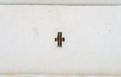 Gammal vägg skrapad befläckt murbruk på väggen Royaltyfria Bilder