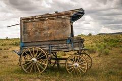 Gammal västra sheriffs vagn på Prarien Arkivfoto