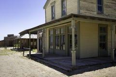 Gammal västra trottoar för stadfilmstudio Arkivbilder