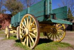 gammal vagn för fraktar Arkivfoto