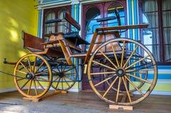 Gammal vagn på det historiska tyska museet av Valdivia, Chile Arkivbilder