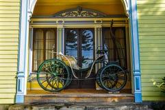 Gammal vagn på det historiska tyska museet av Valdivia, Chile Royaltyfria Foton
