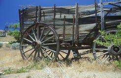 Gammal vagn på rutt 50, förutom Sacramento, CA Arkivbilder